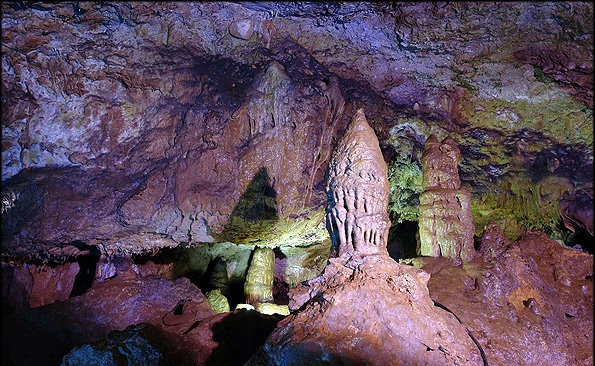 1610197 خطر در کمین بزرگترین غار آبی آسیا/تصاویر