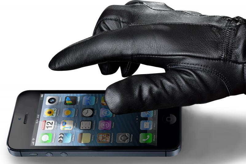 فضولی کردن در تلفن همراه دیگران چه مجازاتی دارد؟