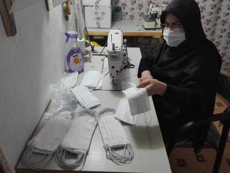 فعالیت بانوان بسیجی کنگاوری در کارگاه تولید ماسک