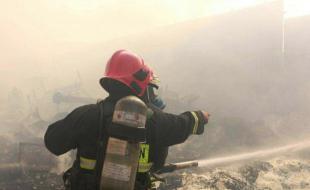 اطفاء یک آتشسوزی انفجاری در کرمانشاه/ نجات جوان غرق شده در چمبشیر