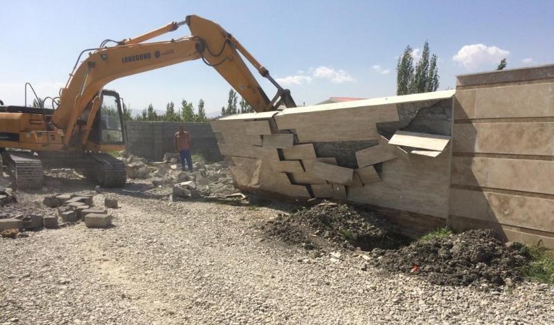 یک بنای غیرمجاز در اراضی کشاورزی اسلام آبادغرب قلع و قمع شد