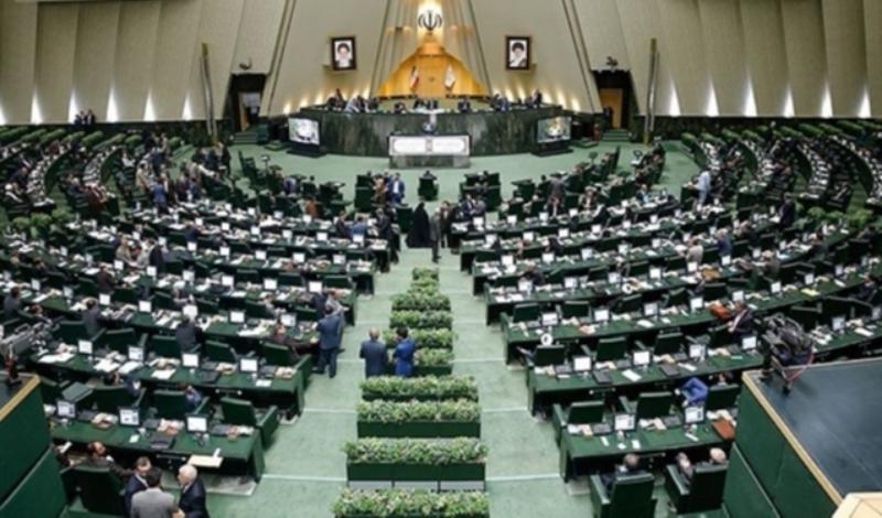 درباره حواشی حضور ظریف در مجلس/ رادیکالیسم به نفع وضع موجود!