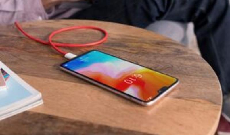 ۸ مکانی که نباید موبایل خود را به شارژر بزنید